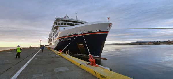 Die HANSEATIC nature im Hafen von Punta Arenas