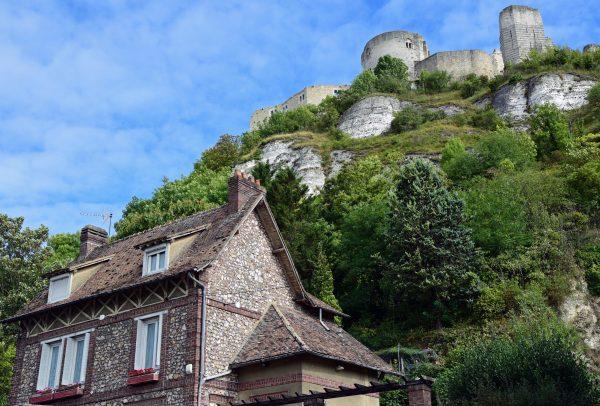 Blick auf Les Andelys und Château Gaillard