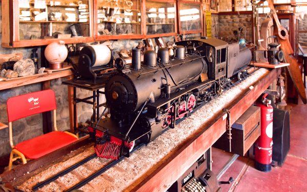 Ein Modell-Dampfzug im Museo Julio Munizaga