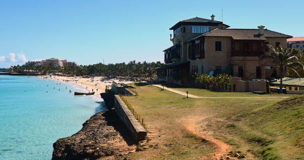 Der Strand der Xanadu Mansion