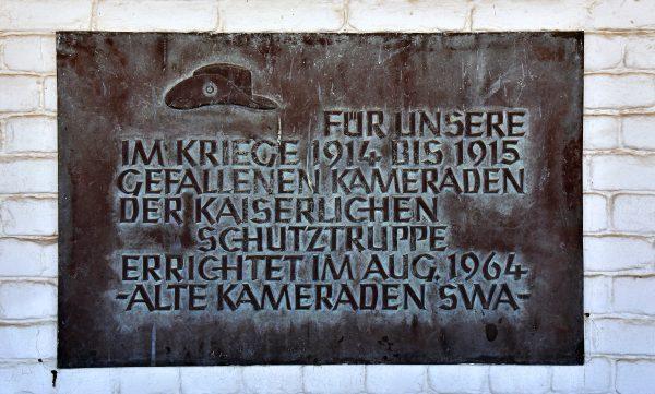 Gedenktafel vor der Alte Feste in Windhoek
