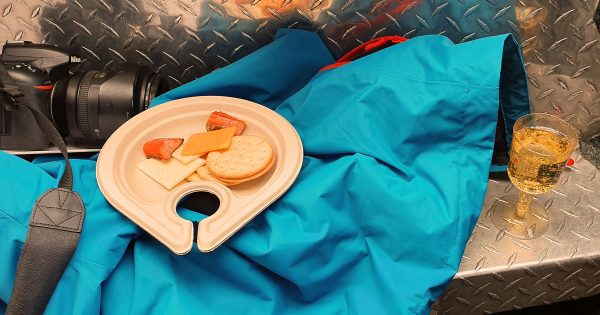 Sekt, Käse und Lachs im Jetboot