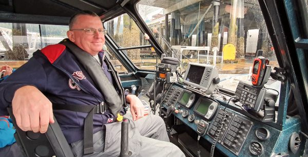 Kapitän Zinni im Jetboot