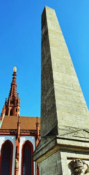 Der Obeliskbrunnen in Würzburg